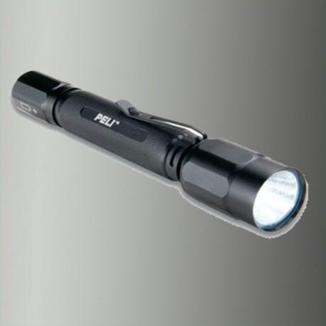 Peli torche M5 2360 + 2 AA